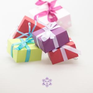 Offrir des cadeaux. Aider un proche en thérapie ou avec un médium.